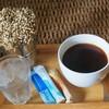 ดื่มกาแฟดำร้อนๆ กับขนมเค้ก