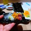 Tuna blue fin ส่วนที่ติดกระดูก นำมาห่อเป็นโรล ทานกับผักดอง