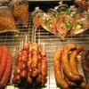 นอกจากนี้ ร้านยังขายแหนมซี่โครง ไส้กรอกเนื้อ ไส้อั่ว กุนเชียง ของฝากอีกเพียบ