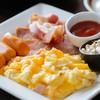 อาหารเช้าที่เสริฟคู่กับขนมปังทาเนยหอมๆ สั่งได้ตั้งแต่เช้าถึง 2ทุ่ม
