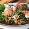 ยำรวมมิตรทะเล กุ้ง หมึก หอยแมงภู่สดๆ รสชาติอร่อย เปรี้ยว หวาน เค็ม เผ็ดกำลังดี