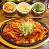 เป็นปลาหมึกเนื้อหนาๆผัดกับซอสเผ็ดสไตล์เกาหลี