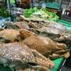 มีอาหารทะเลมากมายให้เลือกรับประทาน