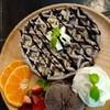 วาฟเฟิลช็อคโกแลตเนื้อนุ่ม ทานกับไอศกรีมช็อคโกแลตและผลไม้สดแสนอร่อย