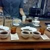 กำลังเอากาแฟที่เพิ่งคั่วเสร็จมาชิม + blend
