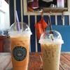 ชานมเย็น • รูปคู่ 😆 ที่ ร้านอาหาร กาแฟสดฟ้าใส