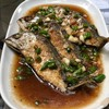 ปลาทูสดราดซอสพริกขี้หนู