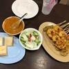 สะเต๊ะ หมู ไก่ กุ้ง ไส้ และตับ