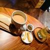 ไม่มี latte art มาแบบกาแฟใส่นมเฉยๆ แก้วใหญ่มาก กลิ่นกาแฟโดนนมกลบหมด รสชาติงงๆ ไม