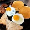 เช็ตอาการเช้าแพนเค้กเสริฟพร้อมนำ้ผลไม้สด ชาหรือกาแฟสด แยมบัตเตอร์
