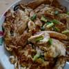 เส้นแกดีครับ บวกกับการใช้ไฟ ทำให้คั่วไก่จานเป็นคั่วไก่ที่ดี เรื่องรสชาติผมว่ามาต