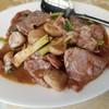 อีกเมนูสไตล์ร้านอาหารจีนที่พลาดไม่ได้คือเนื้อผัดน้ำมันหอย