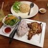 เสิร์ฟพร้อมสลัดญี่ปุ่น ทานกับข้าวาวยร้อนๆ โอเคมากเลย