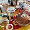 ผัดไท ทำเตรียมไส้แล้ว สามารถตักทานเองได้ แต่เมื่อทานเสร็จต้องล้างจานเองนะจ้ะ