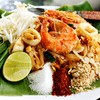ผัดไทยทะเล หอมกลิ่นมะขามเปียกผัดแบบจานต่อจาน บีบมะนาวหน่อยอร่อยลืมค่ะ