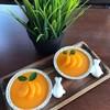 เค้กส้มหน้านิ่มพร้อมชิ้นเนื้อส้ม
