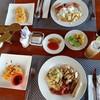 มื้อเช้าเราจัดแบบบุฟเฟ่ต์ ที่อิ่มฝุดๆ มีทั้งแบบไทยและต่างชาติ