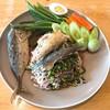 ยำขนมจีนใส่กะปิ กับปลาทูทอด
