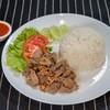 ข้าวหมูทอดกระเทียมพริกไทย