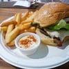 เบอร์เกอร์ชีส ชิ้นเนื้อโคขุนออสเตรเลียยังมีความสดใหม่ ชิ้นใหญ่ อัดแน่น ตามด้วยผั