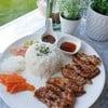 ข้าวไก่เทอริยากิเสริฟพร้อมซุปมิโซะร้อนๆทานคู่กับผักดองสูตรพิเศษจากทางร้านค่ะ