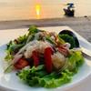 ยำทะเล น้ำยำใช้น้ำมะนาวสด ไม่เผ็ดมาก รสชาติผ่าน