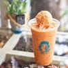 """""""ชานมออร์แกนิกโฟลต"""" หอมชาไทย พร้อมไอศกรีมลูกใหญ่ รสนวล ๆ หอมกลิ่นชาไทย"""