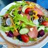 สลัดปลาแซลมอนรมควัน น้ำสลัดงาขาว