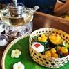 ชุดตะกร้ากลมขนมไทย และชากุหลาบ