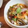 หมึก กุ้ง ปลา กั้ง ผัดกับพริกขี้หนูสด น้ำขลุกขลิก รสชาติจัดจ้าน