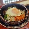 บิบิมบับ ข้าวยำเกาหลี เสิร์ฟพร้อมหม้อหินร้อนๆ อร่อยอย่าบอกใคร