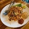ผัดไทยเส้นจันทร์อร่อยมาก กุ้งแห้งทอดมาหอม กรอบ เส้นนุ่มเหนียวกำลังดี เป็นผัดไทยท