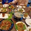 อาหารตามรูปที่ลงแซ่บทุกอย่างบรรยากาศดี พนักงานดีมากค่ะเจ้าของร้านมาบริการเองใครแ