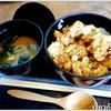 จานนี้ก็เป็นข้าวญี่ปุ่นราดด้วยซอสเทอริยากิเค็มๆ หวานๆ   กินกับไก่ชุบแป้งทอดแบบญี
