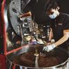 กาแฟมาจากโรงคั่วกาแฟมาวิน พิเศษตรงที่เขาคั่วเองในโรงคั่วขนาดใหญ่ใจกลางเมืองเลย