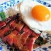 ข้าวหมูแดงย่างถ่านแบบพิเศษ + ไข่ดาว
