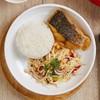 ชุดข้าวปลากระพงทอดน้ำปลาเคียงยำมะม่วง+น้ำแกงฟัก