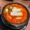 ซุปกิมจิเข้มข้น แต่ไม่เค็ม และมีกิมจิมาเยอะมาก อร่อยและกินเพลิน
