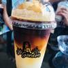 จำชื่อเมนูไม่ได้ wake upอะไรซักอย่างเป็น น้ำมะนาวปั่นใส่กาแฟ อร่อยมากกก ชอบ