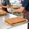 ขนมท๊อฟฟี่เค้ก เค้กหน้าคาราเมลเม็ดมะม่วงหิมพานต์ หอมกลิ่นน้ำตาลไหม้ เนื้อเค้กนุ่