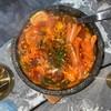 ซุปมาม่าเกาหลีที่เนื้อหมูเปื่อยและเครื่องแน่น