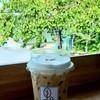 กาแฟคาปูชิโน่ เป็นกาแฟนม แต่เน้นฟองนมมากว่าจึงมีรสชาติเข้ม หอม อร่อย