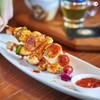 หอยเชลล์จากฮอกไกโดย่างเสิร์ฟเป็นไม้พอดีคำ เพิ่มรสชาติด้วยซอสบาร์บีคิว