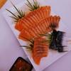 ปลาแซลมอนมอนสดมาก สดจนเข้าใจความรู้สึกของหมีกริซลีว่าทำไมชอบกินแซลมอน ส่วนปลาซ