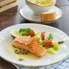 ปิดท้ายอย่างยิ่งใหญ่ด้วยเมนูที่ทั้งอิ่มและดีต่อสุขภาพกับสเต็กปลาแซลมอนชิ้นใหญ่