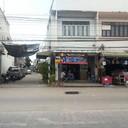 หน้าร้านมองจากฝั่งตรงข้าม