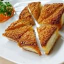 ขนมปังหน้ากุ้ง โรยด้วยงา ทำให้เวลาทานกรุบกรอบดีค่ะ หอมงาด้วยอีกต่างหาก