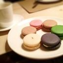 Macaron อร่อยดี เชียร์สีม่วง สีเขียว สีน้ำตาล