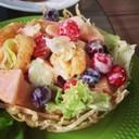สลัดกุ้งทอดผลไม้