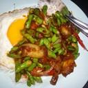 หมูกรอบผัดพริกแกงไข่ดาว  มีอาหารตามสั่งอีกด้วยน้ะจร้า